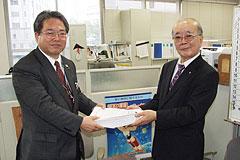 マル乳改悪撤回を 院長署名を県へ提出