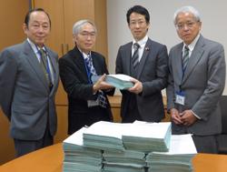 「ストップ!患者負担増」 署名2万7千筆を国会へ  <br/>松本・堀内衆院議員が紹介議員に